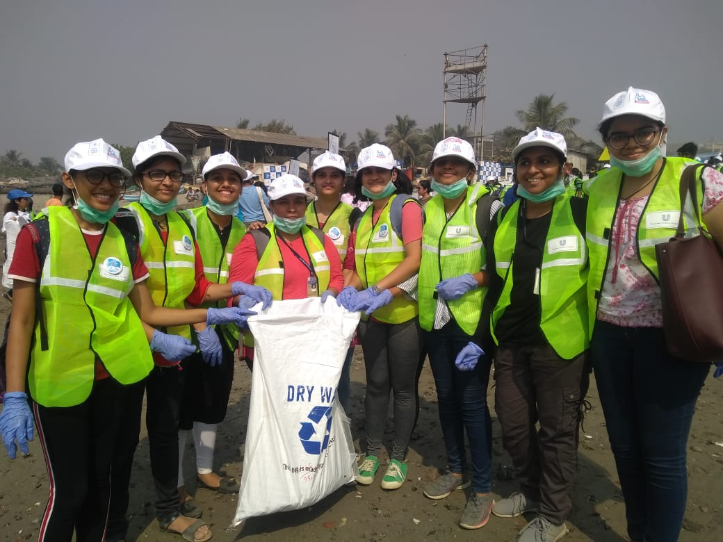 ES committee and Nss unit of Dr.Bmn college along 149 students from BCA, M,Sc CND and TyIDD(SCNIP) joined in cleanliness drive. In collaboration with Jay foundation and United way at Mahim Creek.